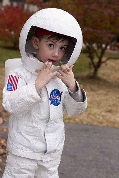 DIY Astronaut Costume | maskerix.com