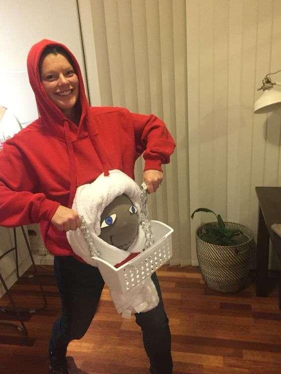 DIY E.T. Halloween Pregnancy Costume Idea