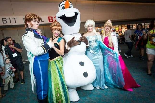 DIY Frozen Halloween Costume Idea for Groups