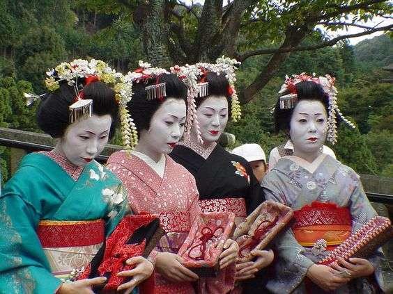 DIY Geishas Halloween Group Costume Idea