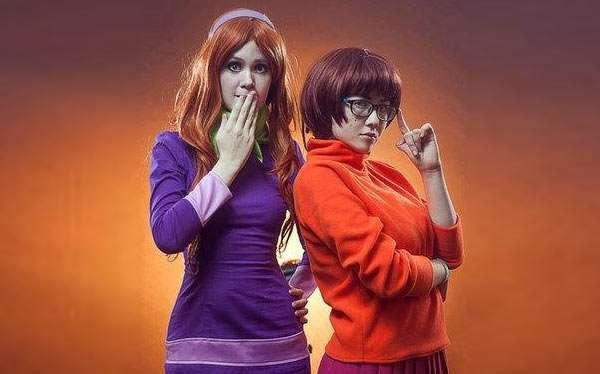 DIY Scooby Doo Daphne Costume