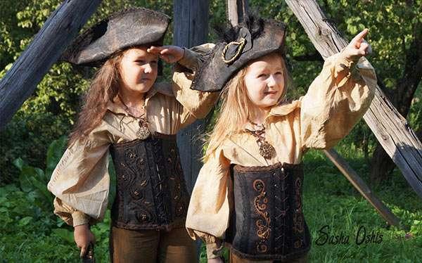 Diy Female Pirate Costume Ideas How To Tutorials
