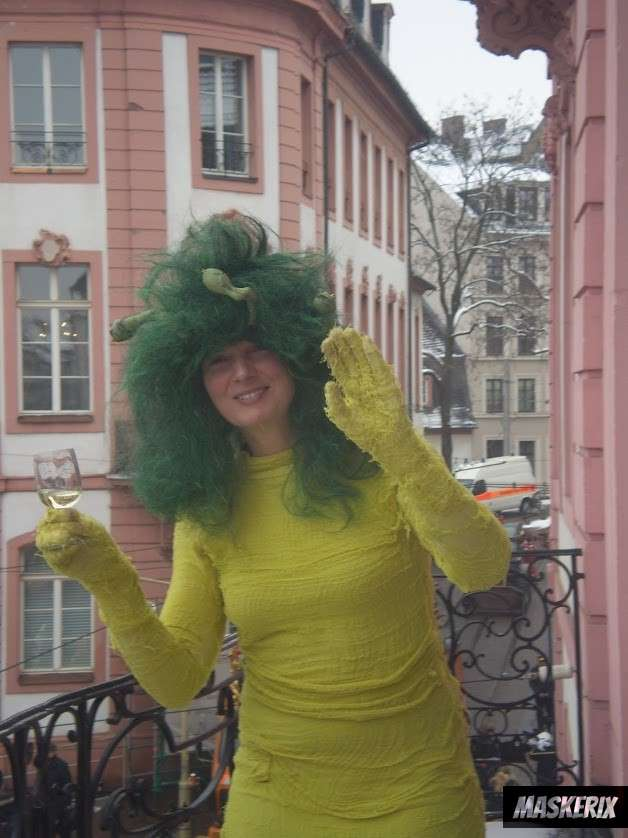 maskerix - DIY Medusa Halloween Costume Idea