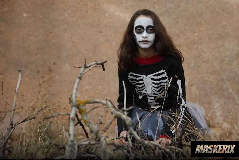 maskerix - DIY-Skeleton-Halloween-Costume-Idea