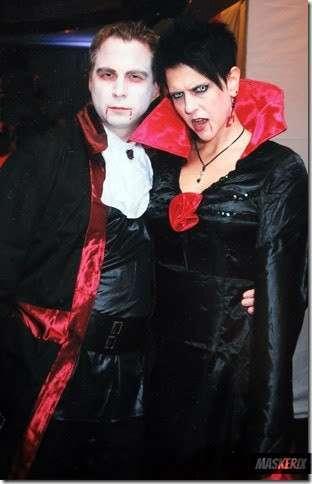 maskerix - DIY Vampire Halloween Costume Idea