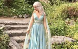 Etsy - DIY Daenerys Targaryen Game of Thrones Halloween Costume Idea