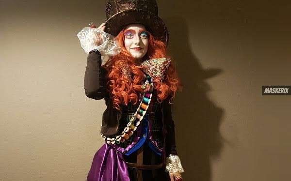 DIY The Mad Hatter Costume known from Alice in Wonderland