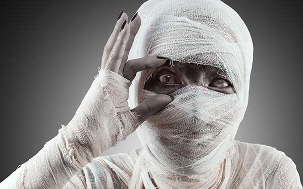 maskerix - DIY Mummy Halloween Costume Idea